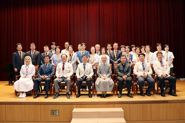 장기근속 직원 단체 사진2