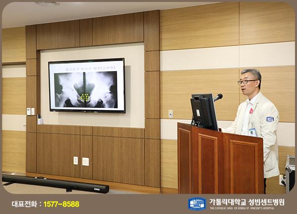 재활의학과 김준성 교수가 강의를 하고 있다.
